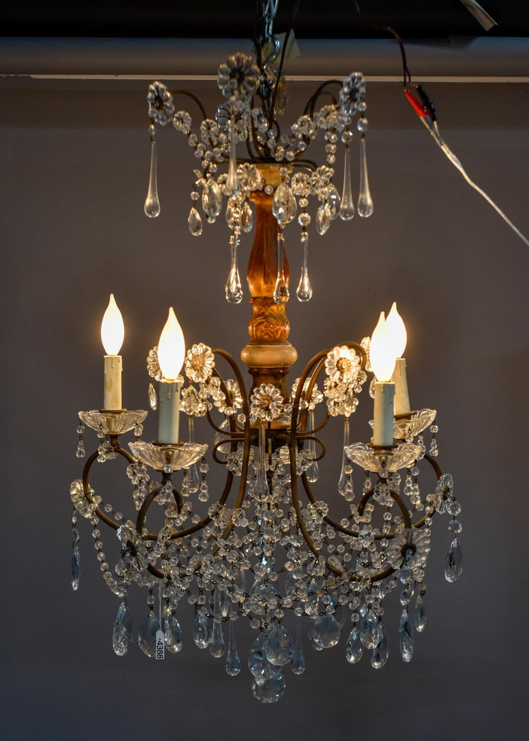 Early 20th Century Italian Five Light Crystal and Giltwood Chandelier For Sale 4