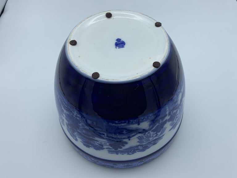 """Early 20th Century Minton Blue and White """"Blue Willow"""" Porcelain Cachepot For Sale 5"""