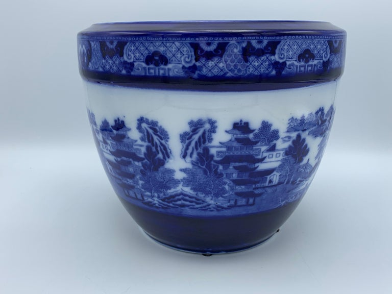 """Early 20th Century Minton Blue and White """"Blue Willow"""" Porcelain Cachepot For Sale 8"""