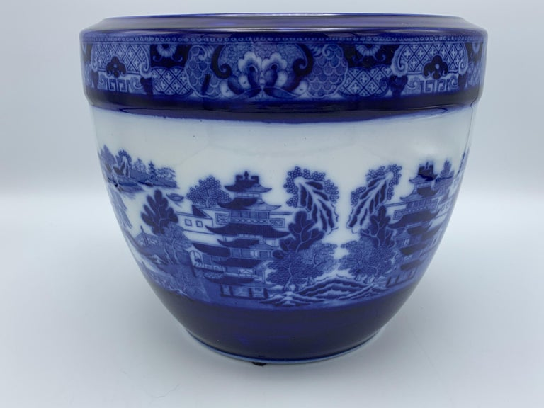 """English Early 20th Century Minton Blue and White """"Blue Willow"""" Porcelain Cachepot For Sale"""
