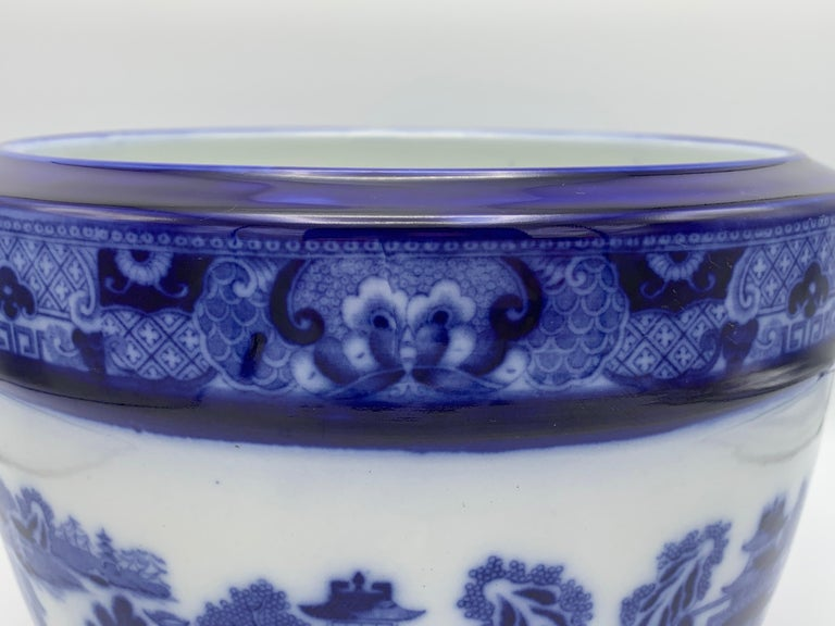 """Hand-Painted Early 20th Century Minton Blue and White """"Blue Willow"""" Porcelain Cachepot For Sale"""