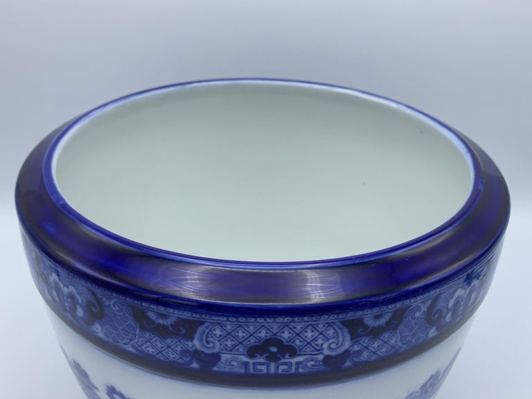 """Early 20th Century Minton Blue and White """"Blue Willow"""" Porcelain Cachepot For Sale 3"""