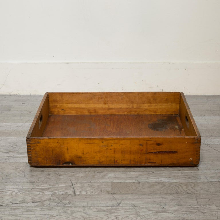 Early 20th Century Wooden Baker's Bread Tray with Dovetail Joints In Good Condition In San Francisco, CA