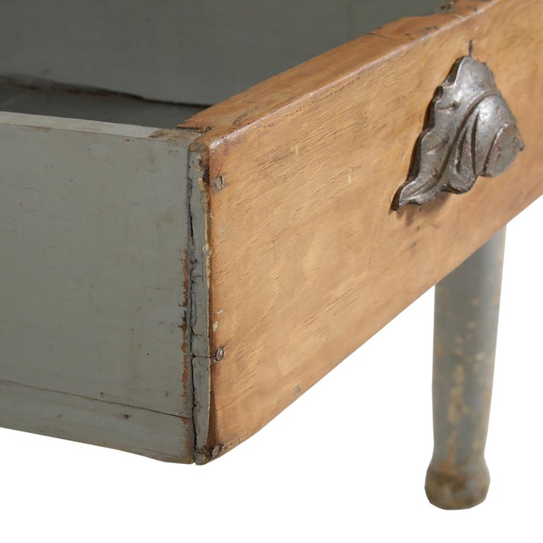 Early 20th Century American Farm Table For Sale 5