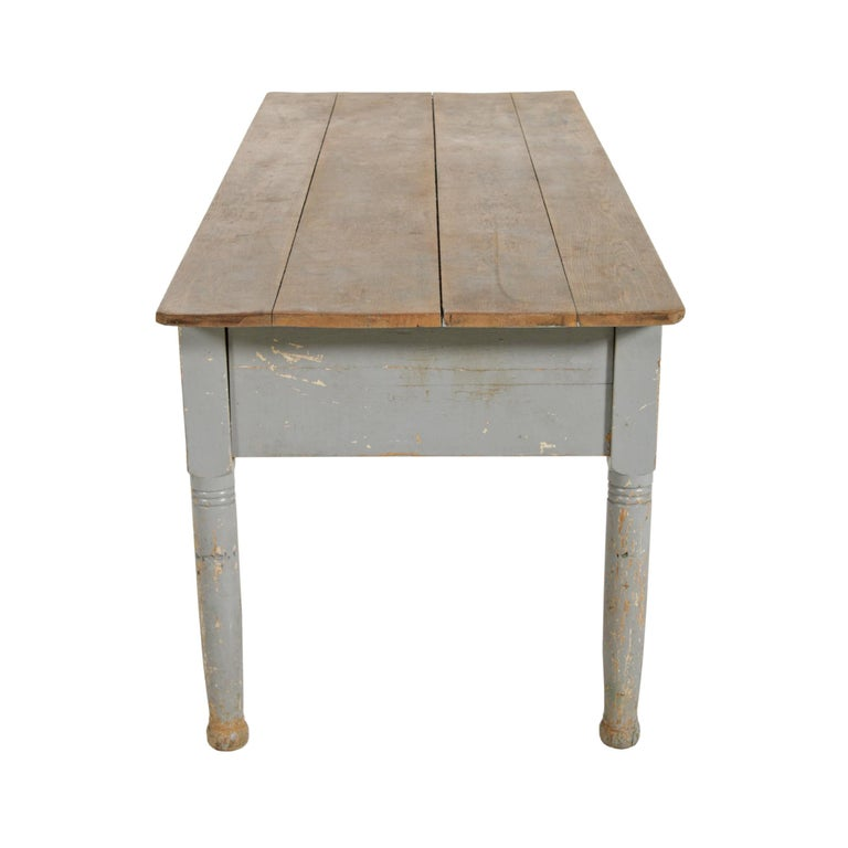 Early 20th Century American Farm Table In Good Condition For Sale In Chicago, IL