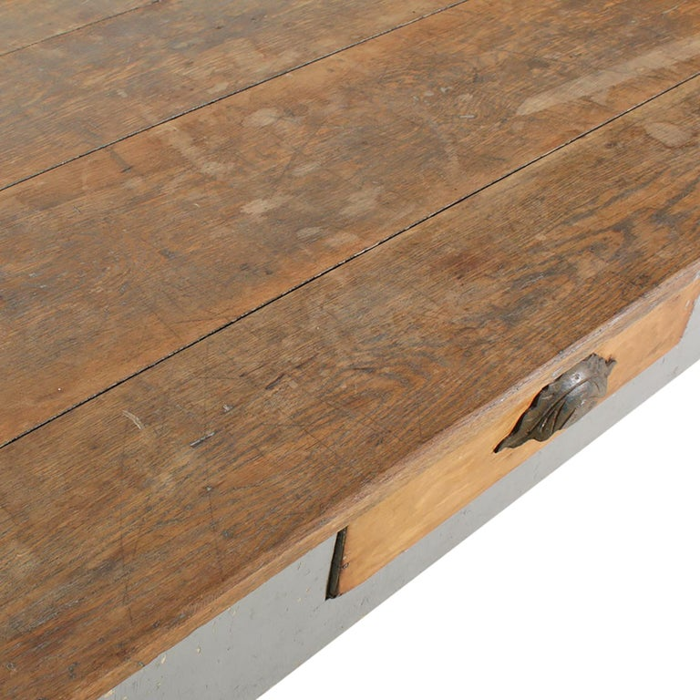 Early 20th Century American Farm Table For Sale 2