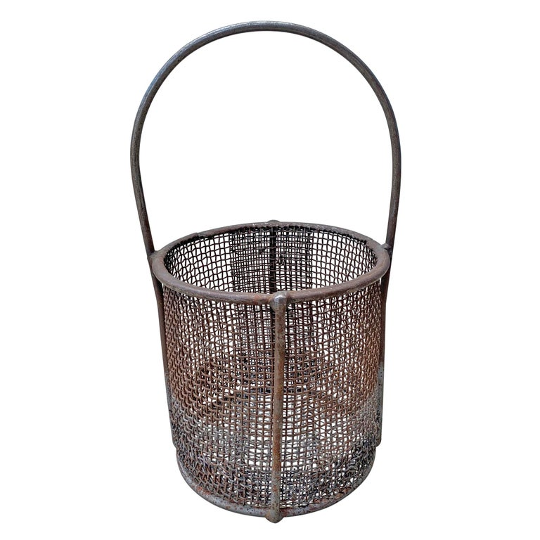 Early 20th Century American Industrial Wire Basket In Good Condition For Sale In Chicago, IL