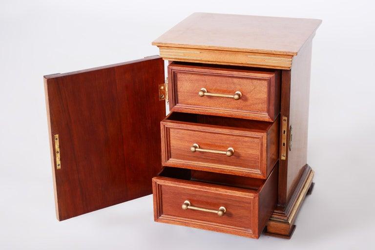 Early 20th Century Art Deco Jewelry Box, Walnut, Czechia 'Bohemia', 1920s For Sale 7