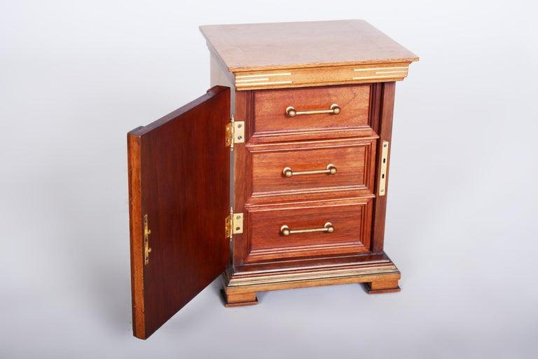 Early 20th Century Art Deco Jewelry Box, Walnut, Czechia 'Bohemia', 1920s For Sale 5