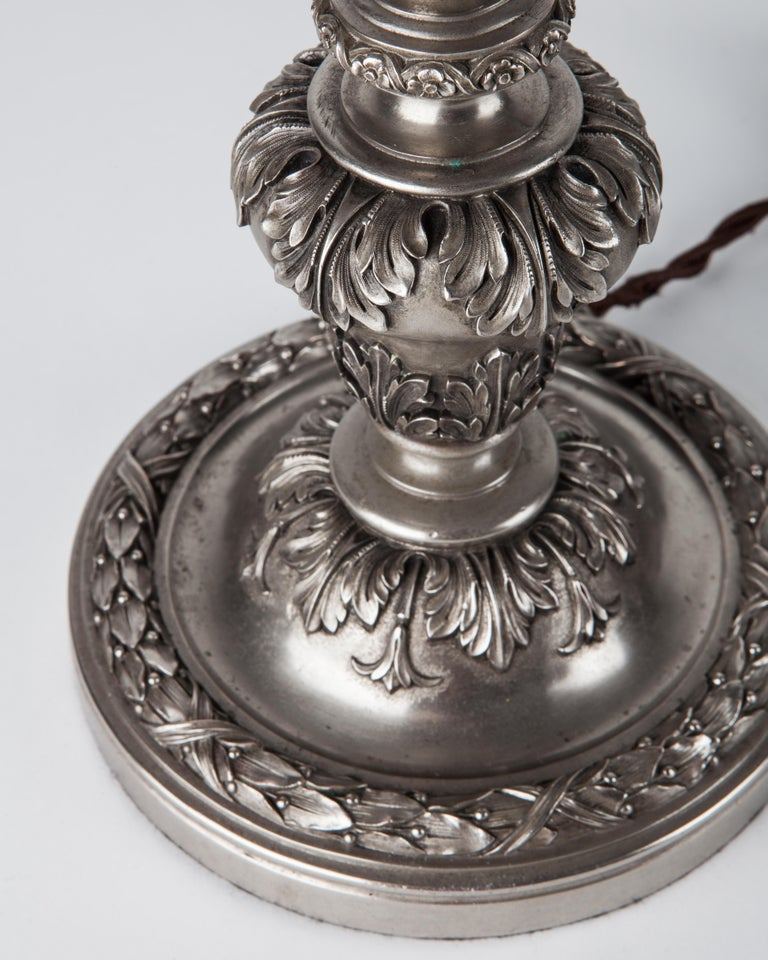 Early 20th Century Baroque Caldwell Silver Plated Table Lamp In Good Condition For Sale In New York, NY