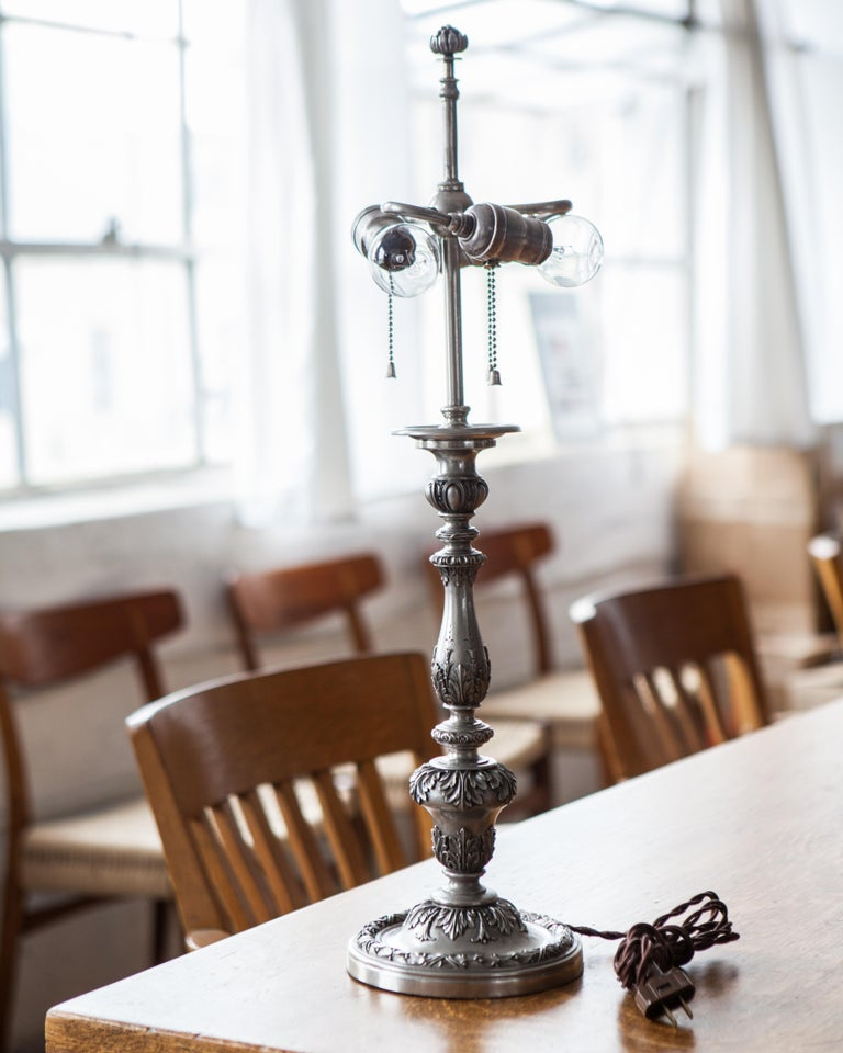 Early 20th Century Baroque Caldwell Silver Plated Table Lamp For Sale 1