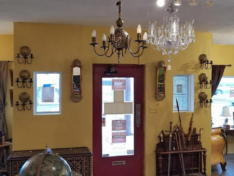 American Early 20th Century Bronze Chandelier and Wall Light Set For Sale
