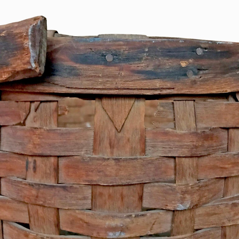 Early 20th Century Cedar Splint Basket In Good Condition For Sale In Chicago, IL