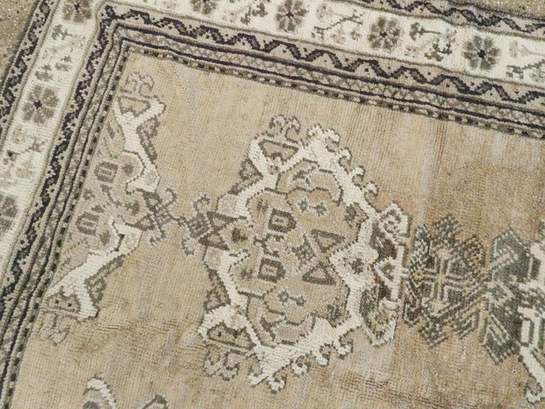 Early 20th Century Champagne Colored Turkish Handmade Oushak Carpet For Sale 1