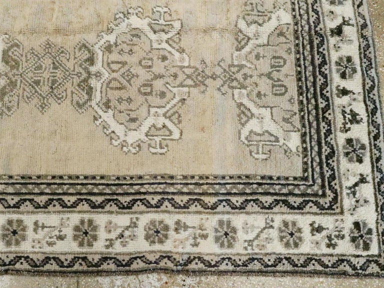 Early 20th Century Champagne Colored Turkish Handmade Oushak Carpet For Sale 2