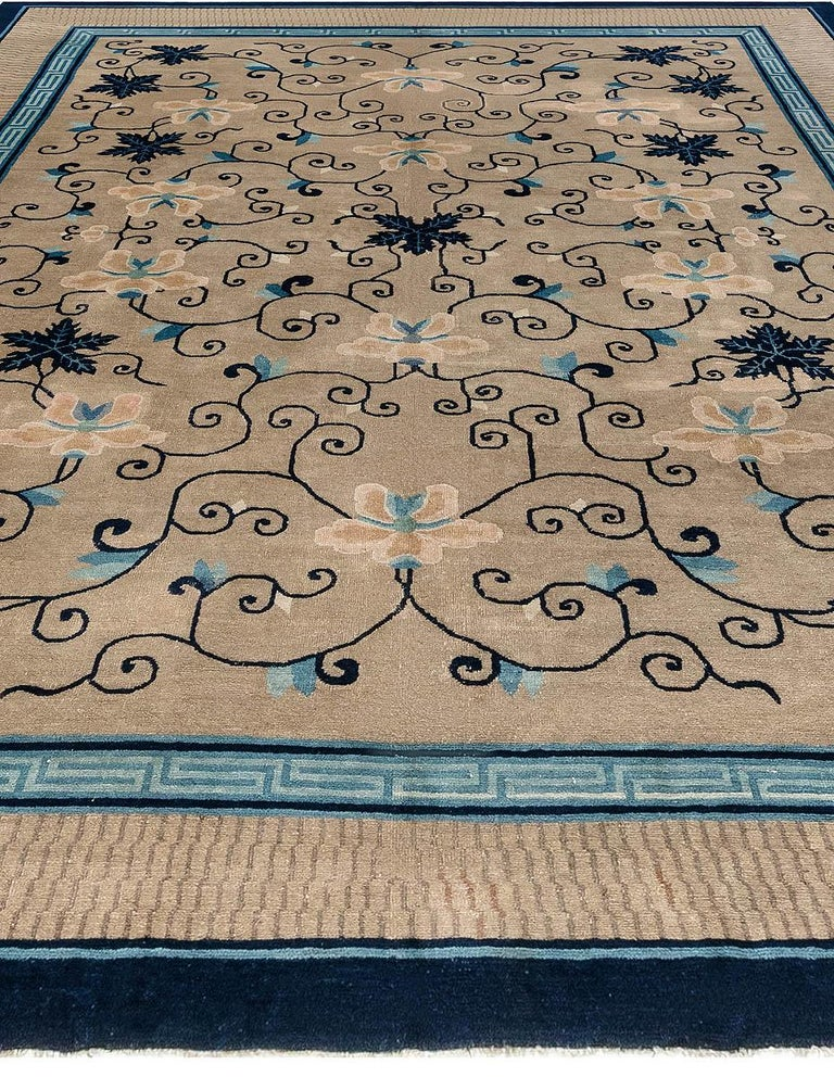 Early 20th Century Chinese Carpet In Good Condition For Sale In New York, NY