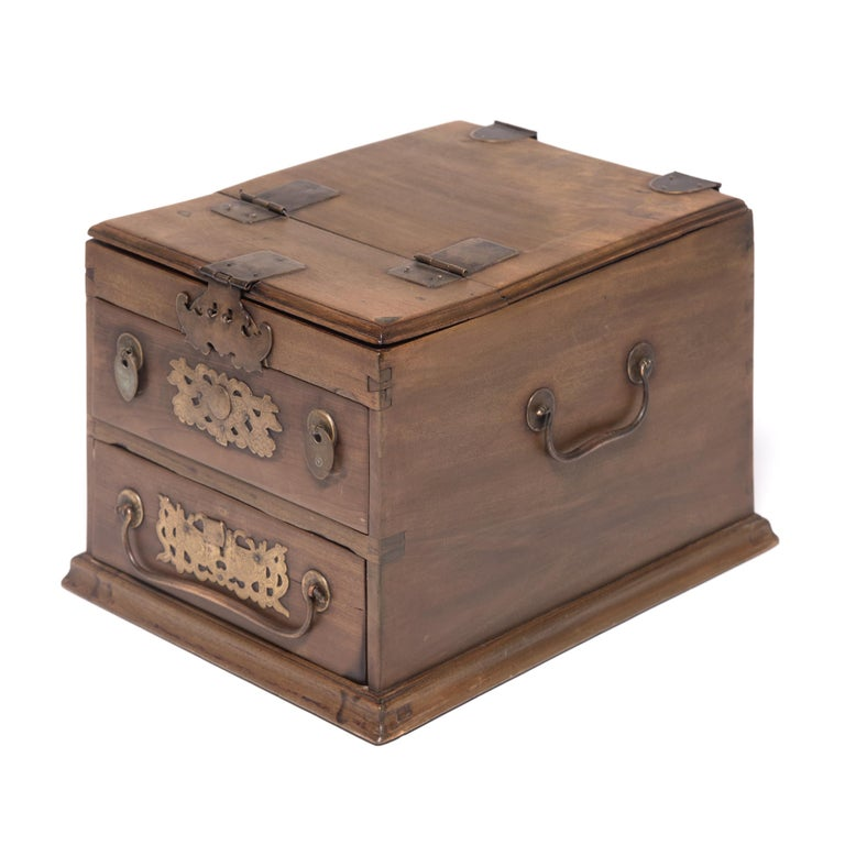 Qing Early 20th Century Chinese Double Bat Jewelry Chest For Sale