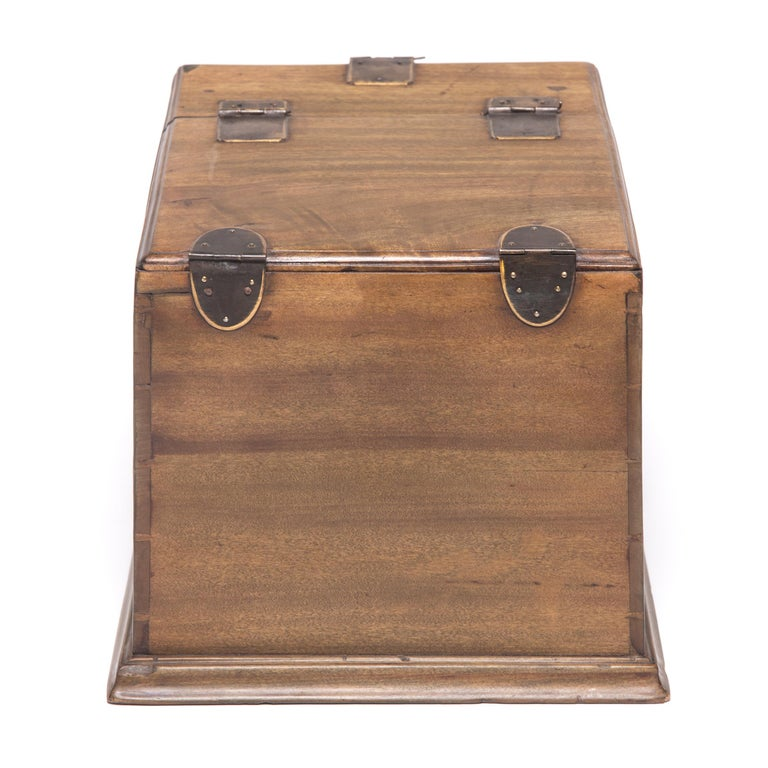 Early 20th Century Chinese Double Bat Jewelry Chest In Good Condition For Sale In Chicago, IL