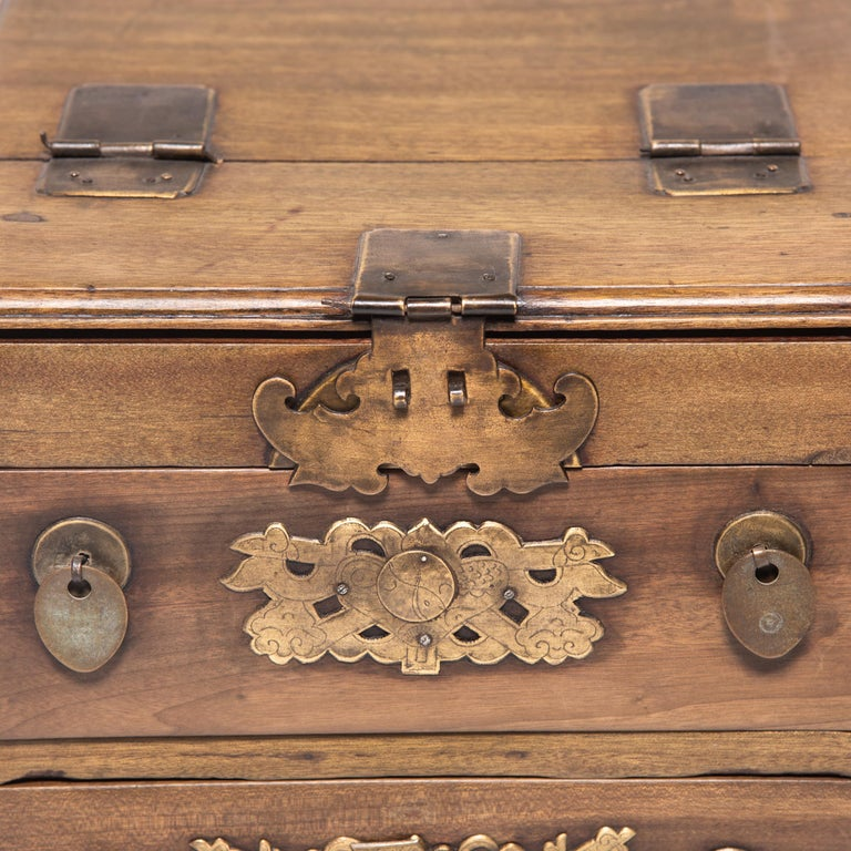 Early 20th Century Chinese Double Bat Jewelry Chest For Sale 2