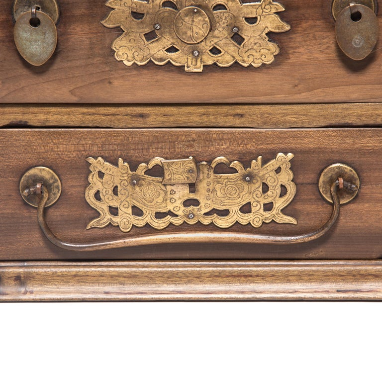 Early 20th Century Chinese Double Bat Jewelry Chest For Sale 3