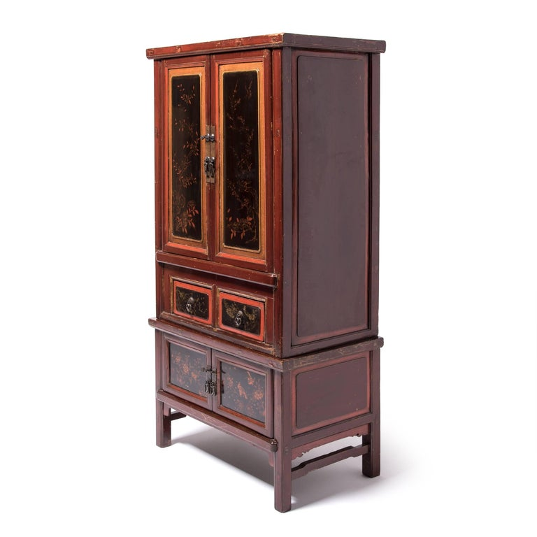 Qing Early 20th Century Chinese Red Gilt Lacquered Cabinet For Sale