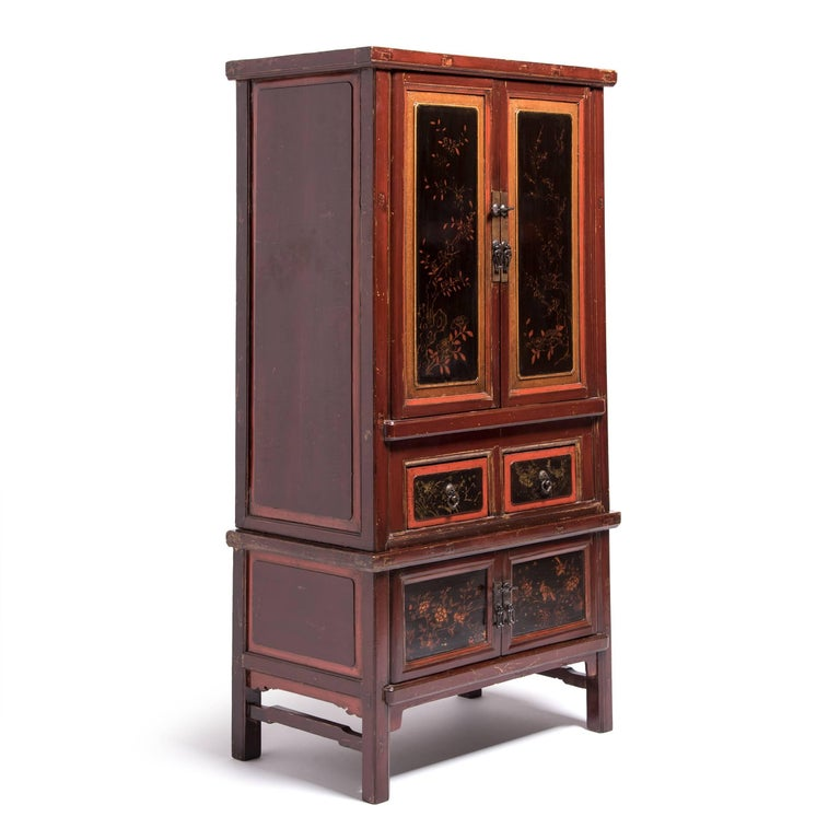 Elm Early 20th Century Chinese Red Gilt Lacquered Cabinet For Sale