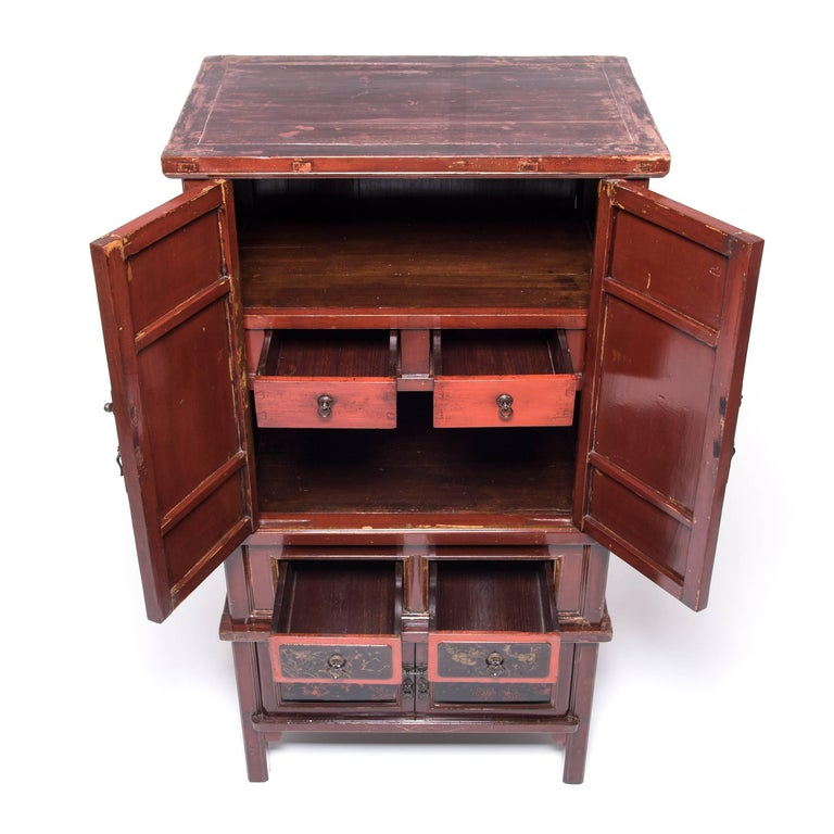 Early 20th Century Chinese Red Gilt Lacquered Cabinet For Sale 2