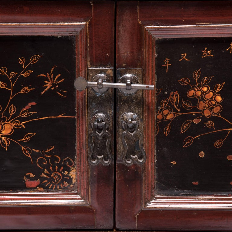 Early 20th Century Chinese Red Gilt Lacquered Cabinet For Sale 4