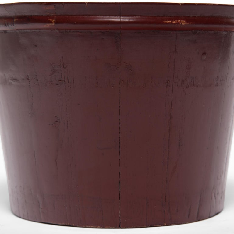 Early 20th Century Chinese Red Lacquer Water Bucket In Good Condition For Sale In Chicago, IL