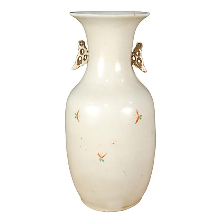 Qing Early 20th Century Chinese Springtime Phoenix Tail Vase For Sale