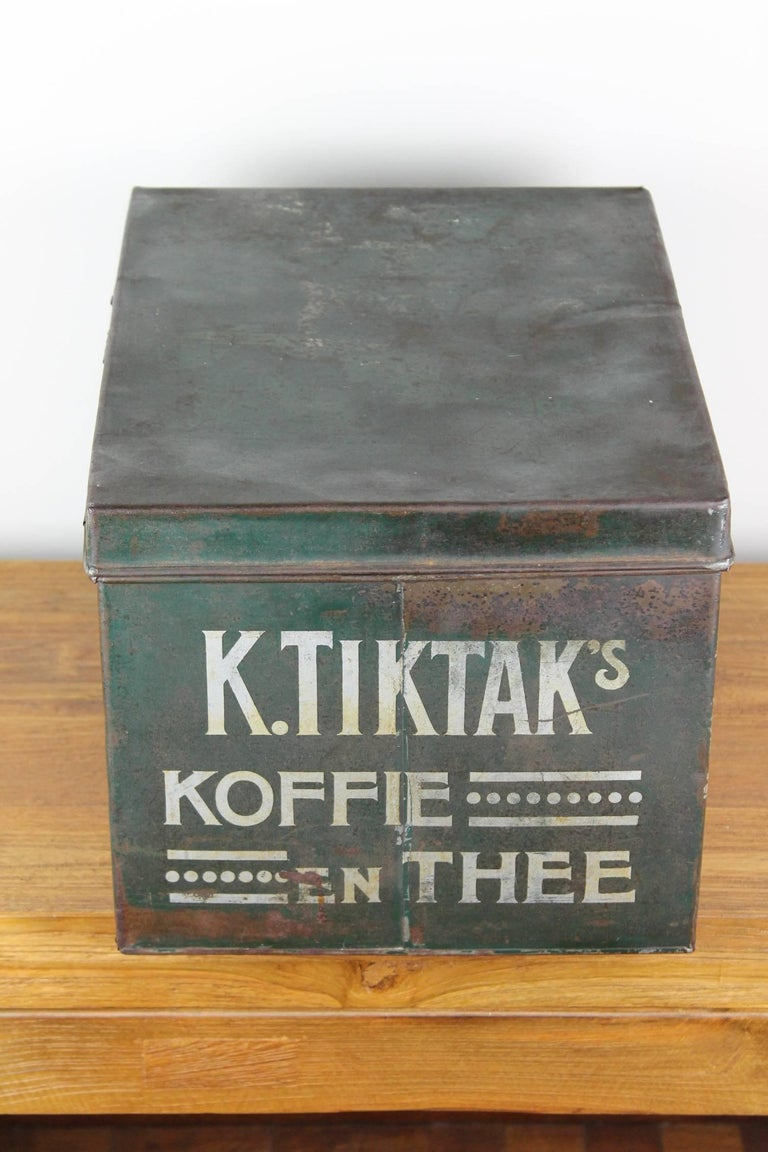 Early 20th Century Coffee and Tea Tin Box K. Tiktak's In Good Condition For Sale In Antwerp, BE