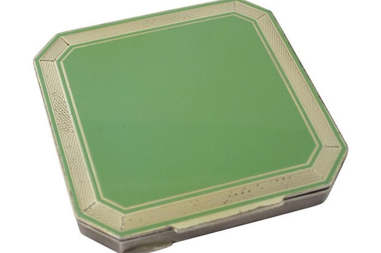 Early 20th Century Deco Green Enamel Sterling Silver Compact In Good Condition For Sale In Miami Beach, FL