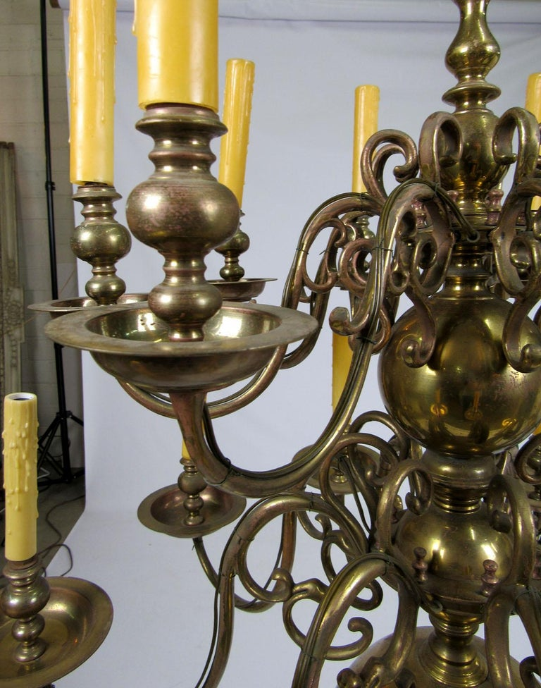 Early 20th Century Dutch Brass Two-Tier Chandelier For Sale 1