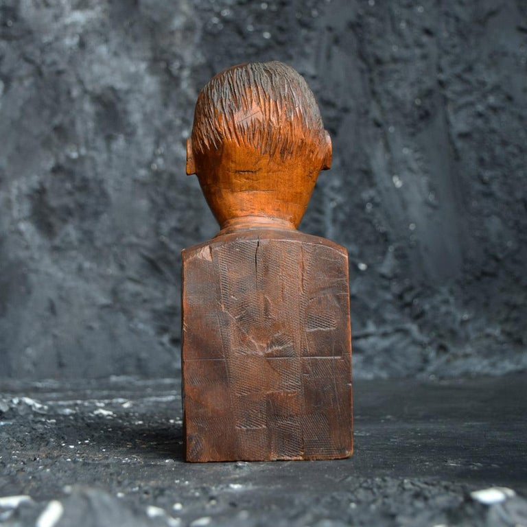 Early 20th Century English Folk-art Hand Carved Gentleman Boxwood Figure  In Good Condition For Sale In London, GB