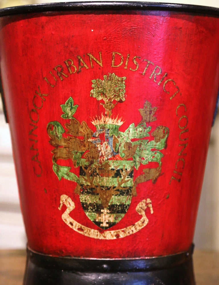 Early 20th Century English Hand Painted Iron Coal Bucket with Crest Decor In Excellent Condition For Sale In Dallas, TX