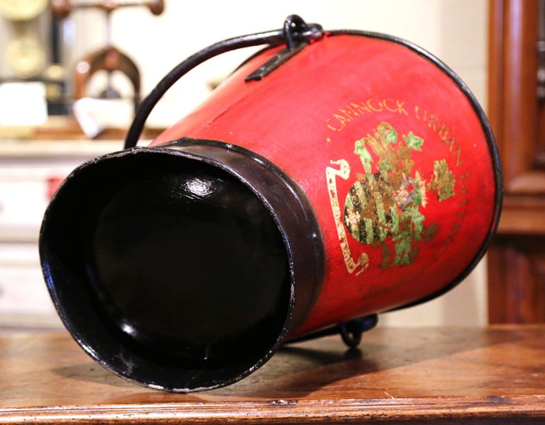 Early 20th Century English Hand Painted Iron Coal Bucket with Crest Decor For Sale 2
