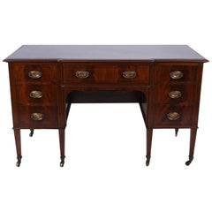 Early 20th Century English Mahogany Kneehole Desk with Leather Top