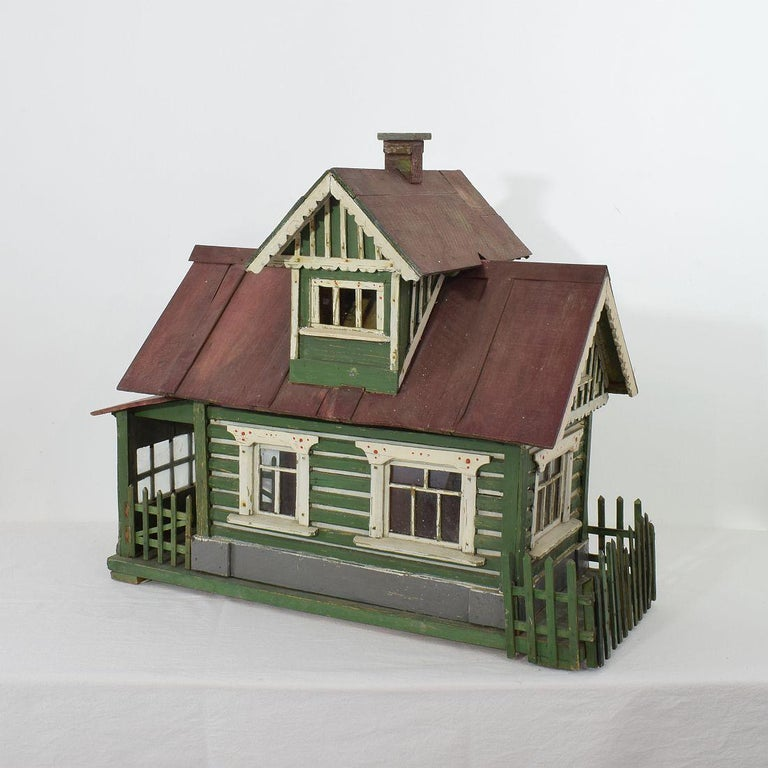 Wonderful Folk Art miniature house with beautiful colors and details. Most likely once used to house guinea pigs. Roof can be taken off and the small garden fence can be opened so that the guinea pig could walk around outside. Rare and very