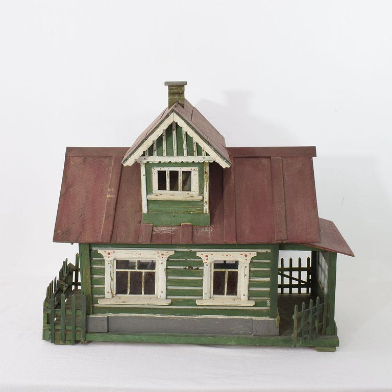 Early 20th Century Folk Art Middle European Model of a House In Good Condition For Sale In Amsterdam, NL