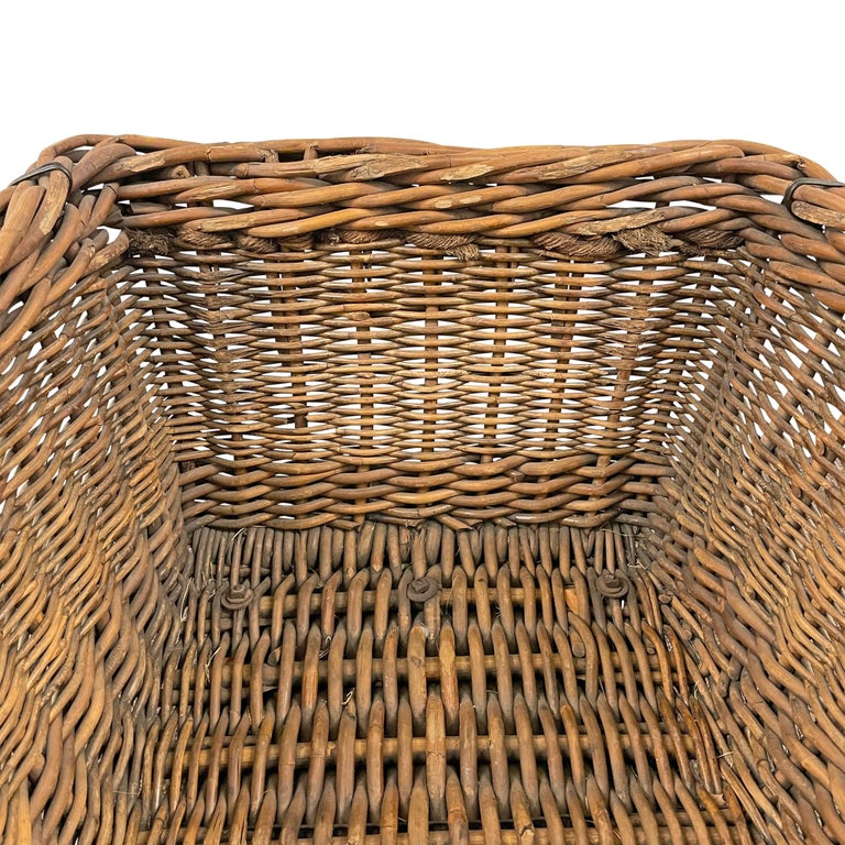 Early 20th Century French Basket For Sale 4