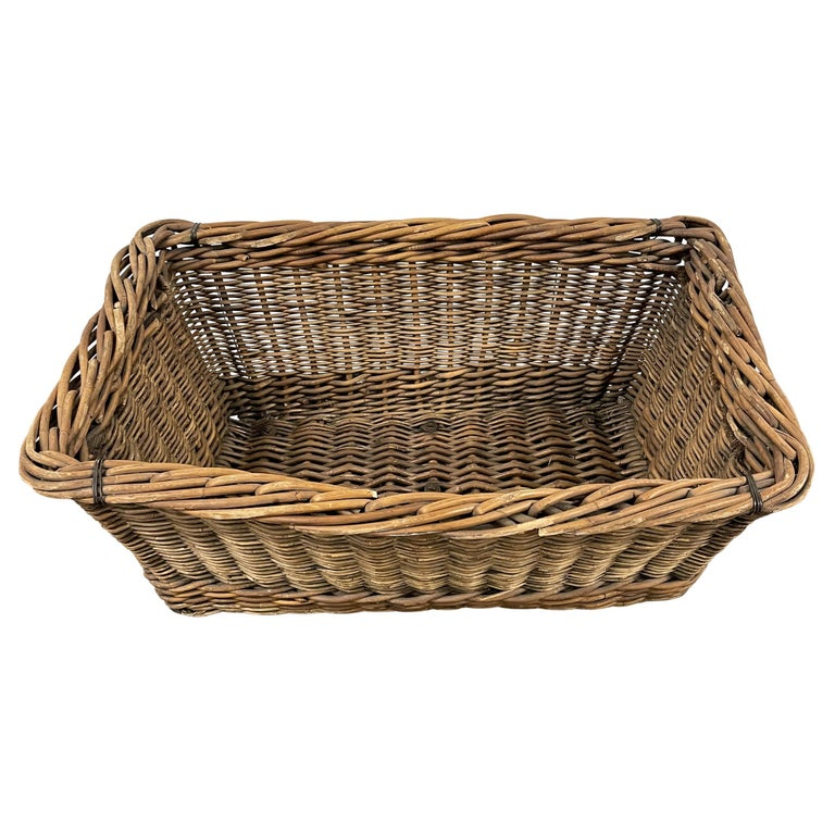 Hand-Woven Early 20th Century French Basket For Sale