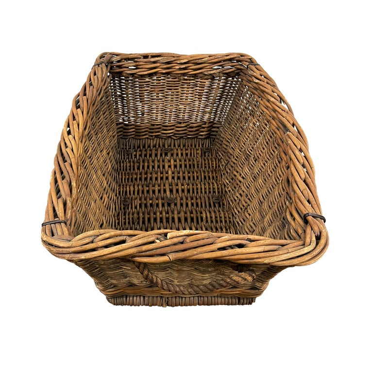 Early 20th Century French Basket For Sale 2