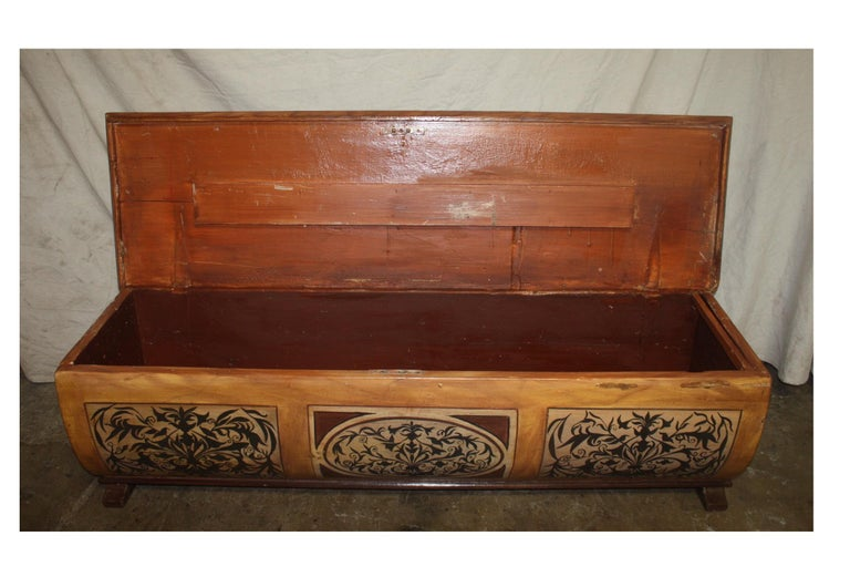 Early 20th Century French Bench Trunk For Sale 4