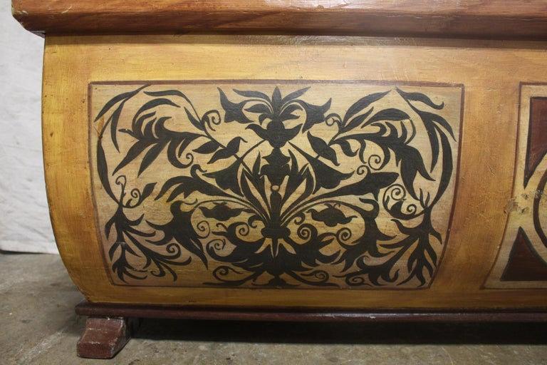 Early 20th Century French Bench Trunk For Sale 8
