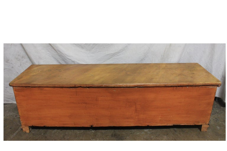 Early 20th Century French Bench Trunk In Good Condition For Sale In Atlanta, GA