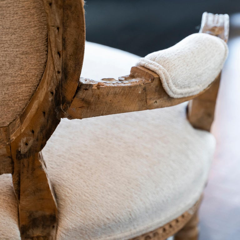 Early 20th Century French Carved Wood Armchair, Reupholstery Ivory Velvet For Sale 2