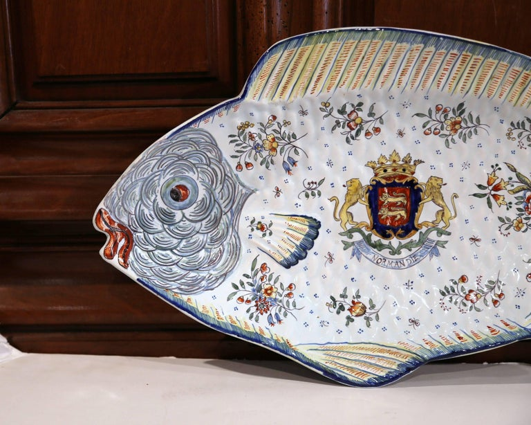 Hand-Painted Early 20th Century French Hand Painted Faience Fish Platter from Normandy For Sale