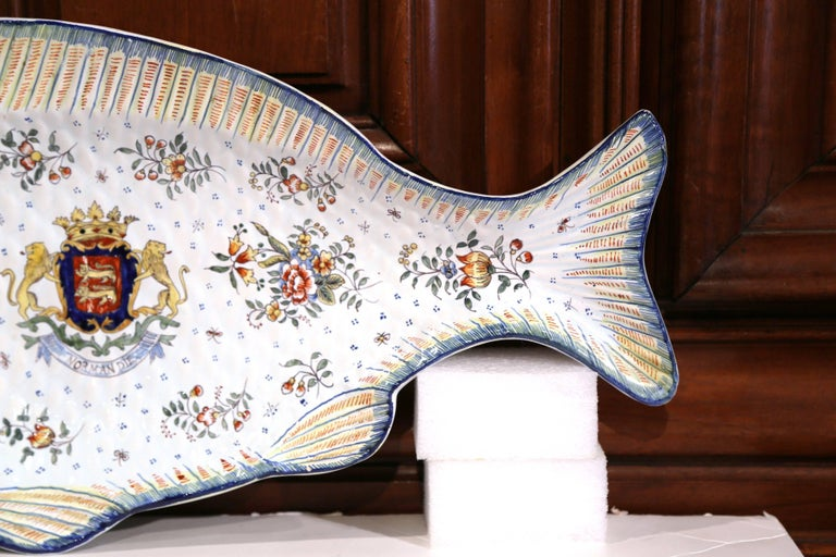 Early 20th Century French Hand Painted Faience Fish Platter from Normandy For Sale 1