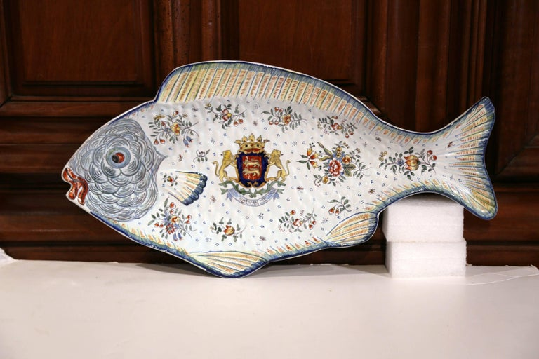 Early 20th Century French Hand Painted Faience Fish Platter from Normandy For Sale 2