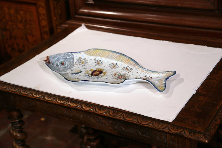 Early 20th Century French Hand Painted Faience Fish Platter from Normandy For Sale 3